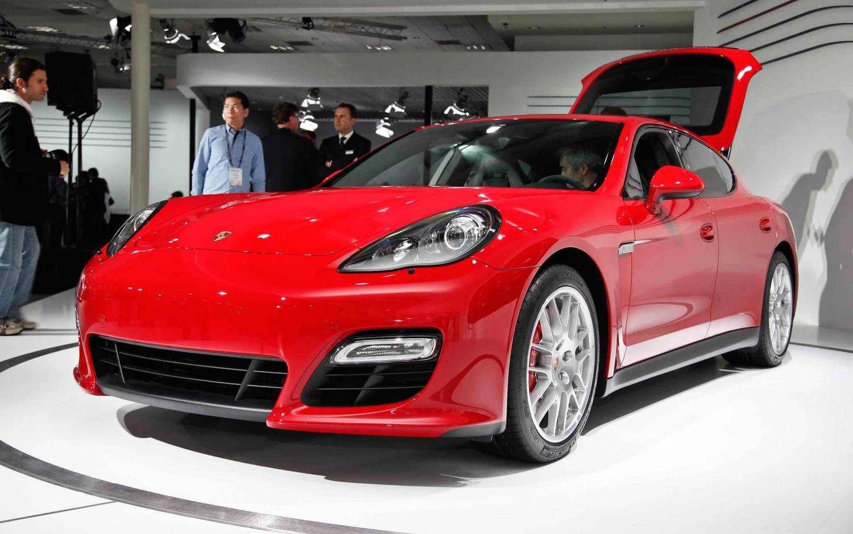 First Look 2013 Porsche Panamera Gts