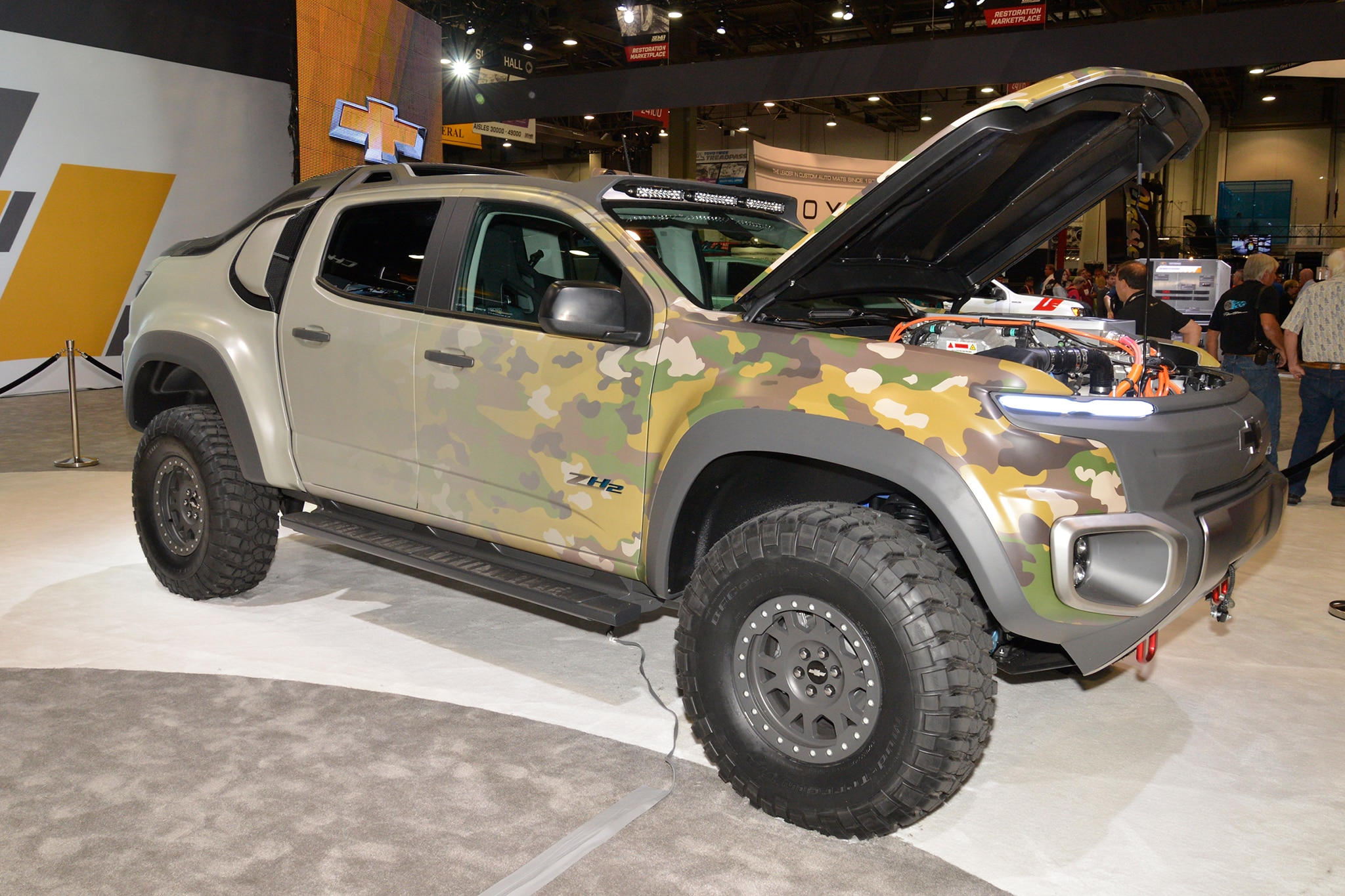 Gm U S Army Unveil Chevrolet Colorado Zh2 Fuel Cell Truck