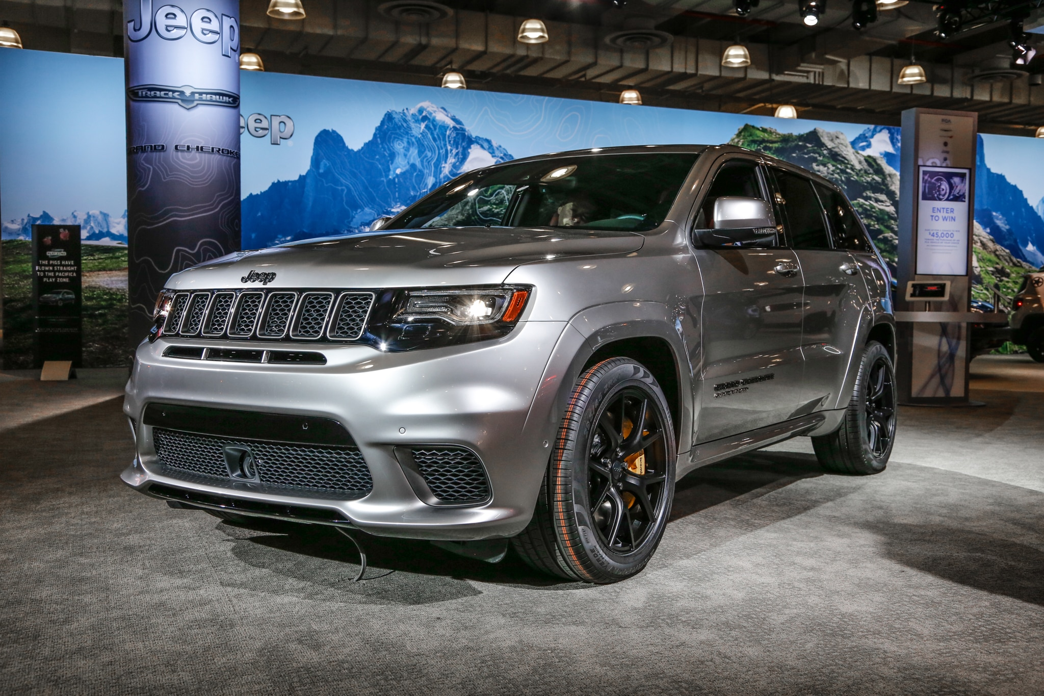 The 2018 Jeep Grand Cherokee Trackhawk Is An Suv That Runs 11 Second Quarter Miles