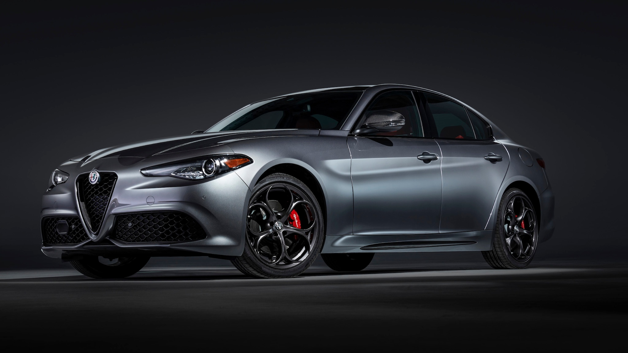 2020 Alfa Romeo Giulia Gets Better Interior Materials + a Touchscreen | Automobile