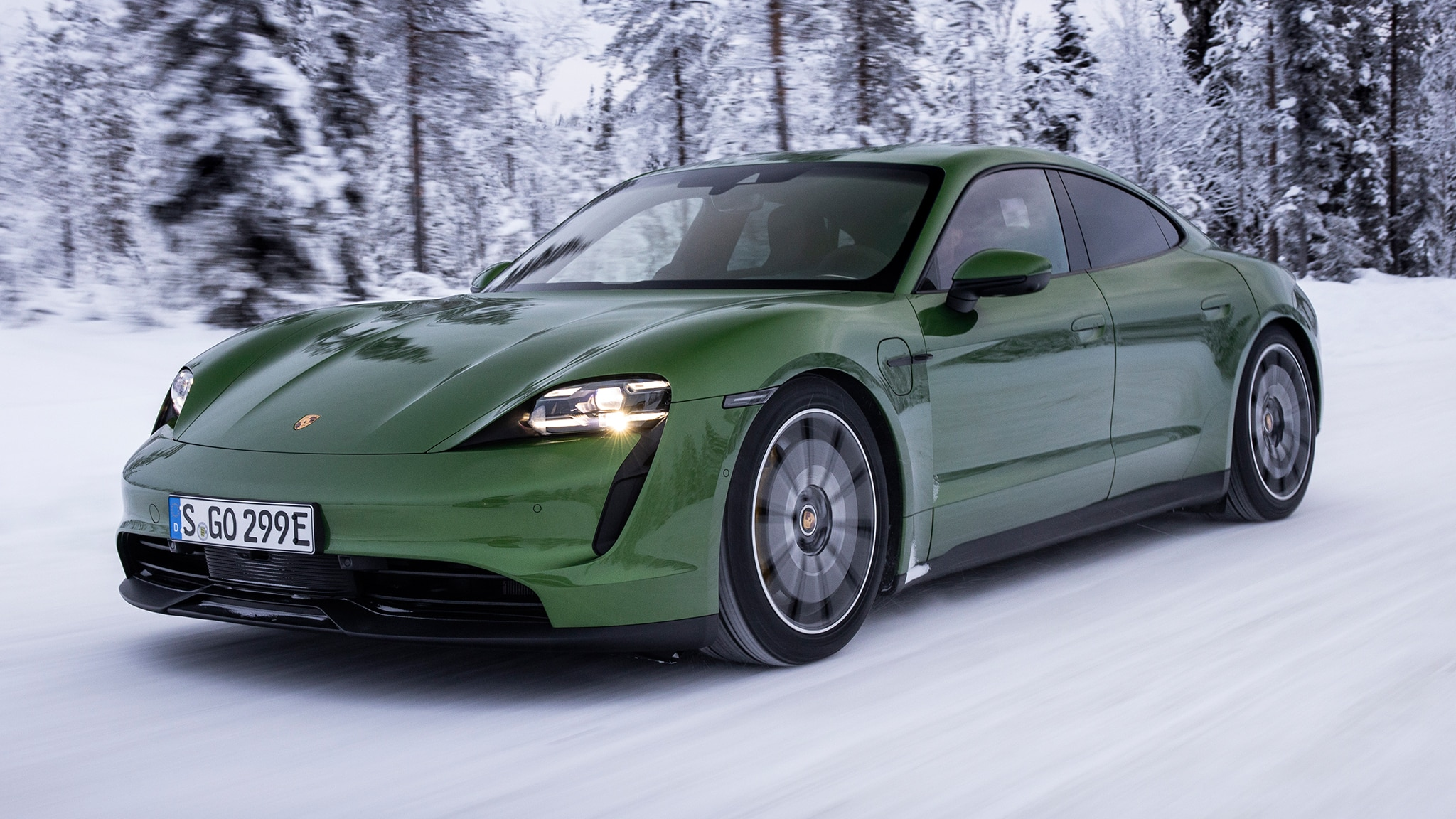 Review 2020 Porsche Taycan 4s Is A Perfect 563 Hp Winter Sled