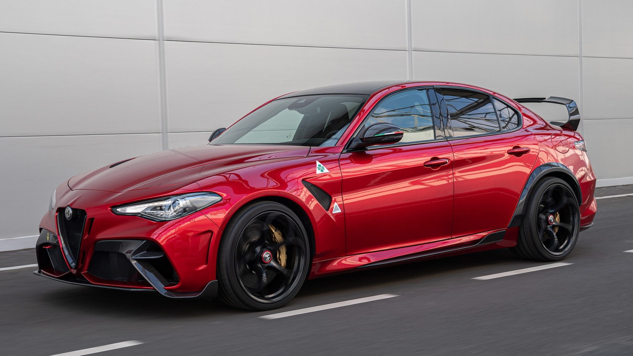 2021 Alfa Romeo Giulia GTA / GTAm: 540 HP, 220 LB Lighter