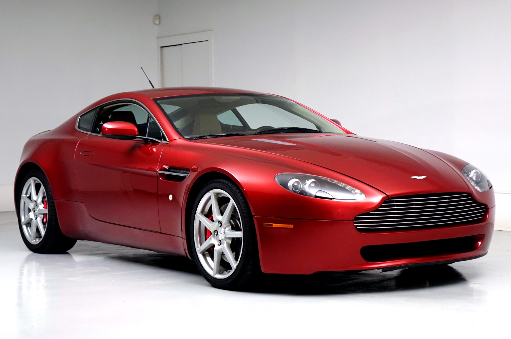 Budget Bond Look Rich For Less In This 36 000 Aston Martin V8 Vantage