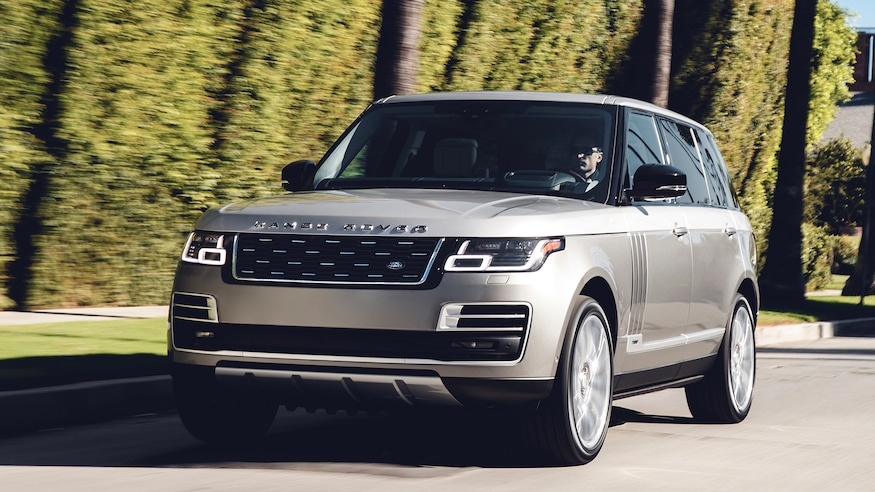 Range Rover SVAutobiography LWB front three quarter in motion view 2